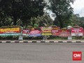 Karangan Bunga 'Kemenangan' Jokowi-Ma'ruf Berjejer di Istana