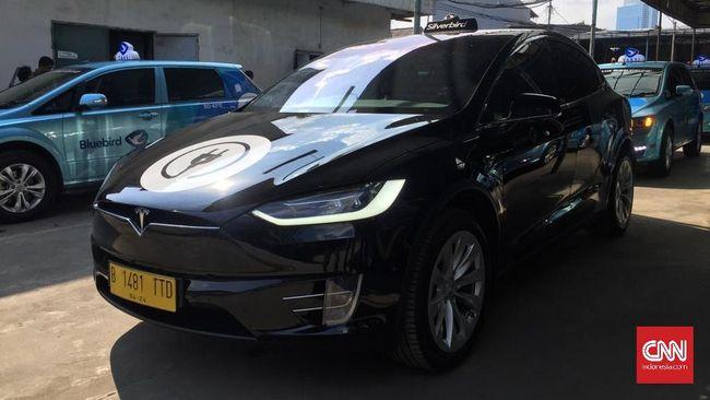 Blue Bird Beli Taksi Listrik Tesla di Importir Umum