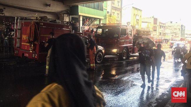 Kebakaran melanda wilayah Blok C Pasar Tanah Abang lantai 4, Senin pagi (22/4).