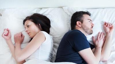 3 Posisi Bercinta yang Tawarkan Kenyamanan Saat Stres Melanda