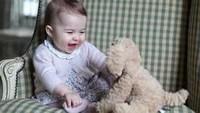 <p>Nah ini saat Putri Charlotte masih berusia enam bulan. Imut ya Bunda. (Foto: Instagram @kensingtonroyal)</p>