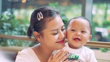 7 Momen Seru Mytha Lestari Momong Anak