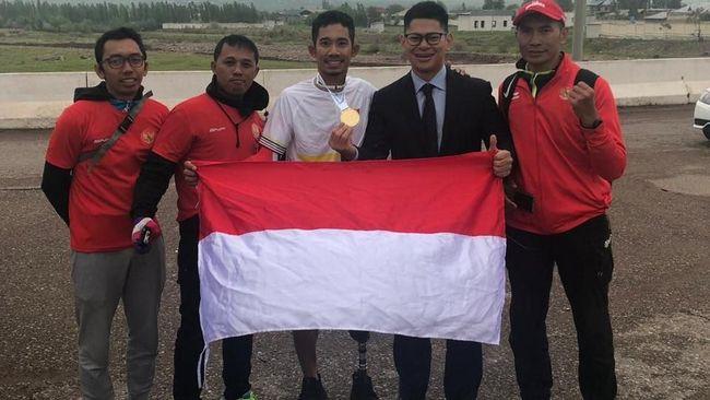 Pesepeda Indonesia, Muhammad Fadli, sukses meraih emas di kelas Paracyling pada Kejuaraan Asia Road Cycling 2019 di Tashkent, Selasa (23/4).