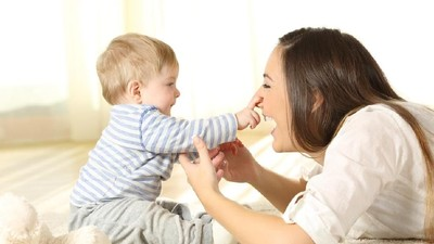 Bunda, Catat Yuk Perkembangan Bayi Usia 1 - 6 Bulan