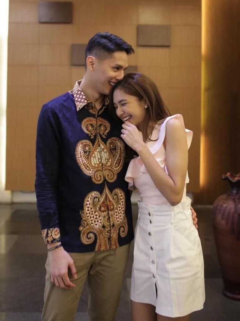 Banyak netizen yang menyebut mereka merupakan pasangan yang serasi.