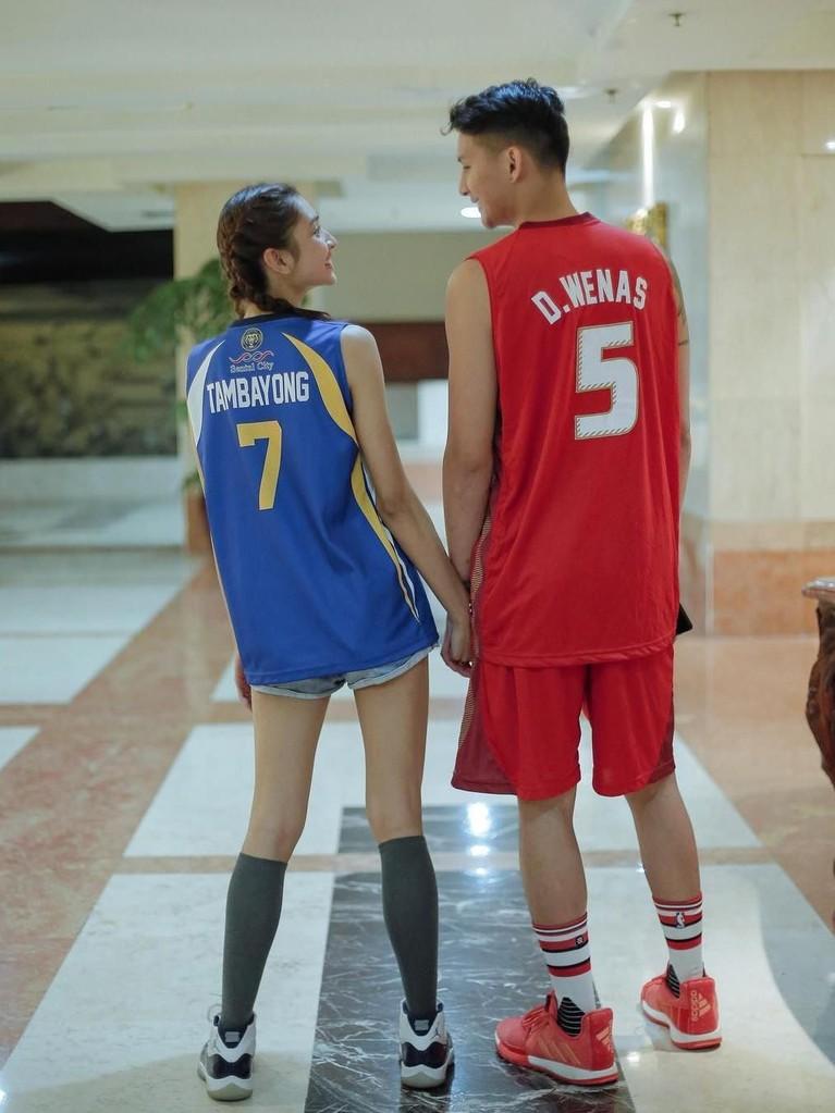 Mereka yang sama-sama menyukai olahraga juga sering terlihat berolahraga bersama.