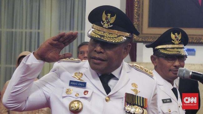 Sebuah video menjadi viral lantaran berisi adegan Gubernur Maluku Murad Ismail sedang memarahi perempuan yang diketahui sebagai protokoler istana.