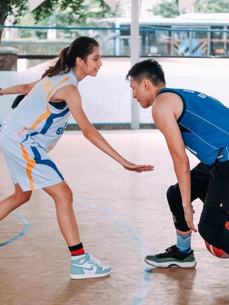 Daniel sendiri adalah seorang atlet basket yang cukup berprestasi di tingkat nasional.