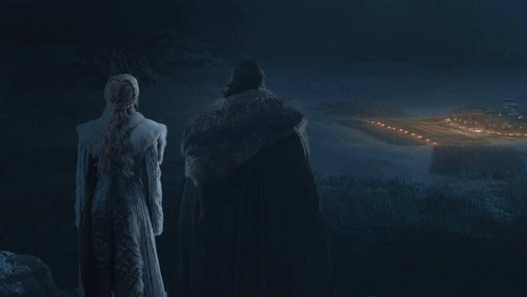 Jon Snow & Daenreys Targeryan memandang pasukan White Walkers dari menara Winterfell