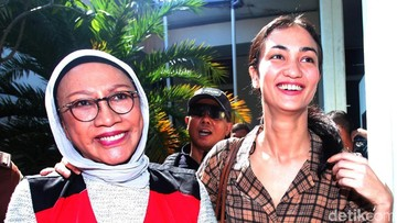 Cara Atiqah Hasiholan Rayakan Ultah Sang Ibu, Ratna Sarumpaet ke-70