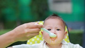Pentingnya Momen Makan Pertama Si Kecil