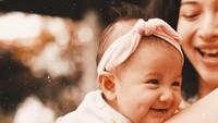 <p>Putri Marino melahirkan anak pertamanya pada 24 September 2018. Si kecil diberi nama yang sangat indah, Surinala Carolina Jarumillind. (Foto: Instagram @putrimarino)</p>