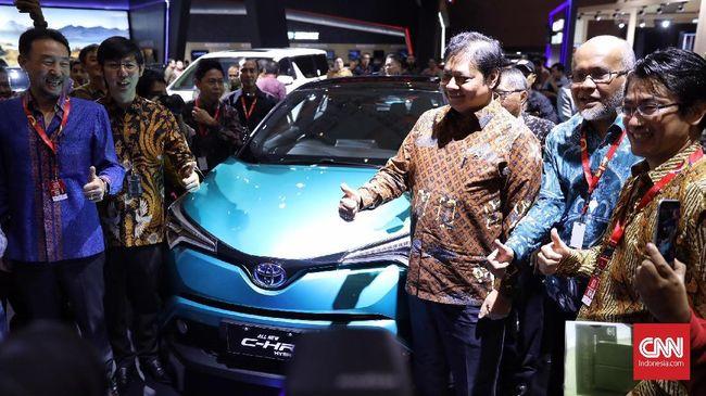 Menteri Perindustrian Airlangga Hartarto mengatakan penurunan penjualan mobil pada semester I 2019 disebabkan oleh gelaran Pemilihan Umum (Pemilu) 2019.