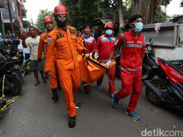 Korban Tewas Rumah Roboh di Tanah Tinggi Dievakuasi