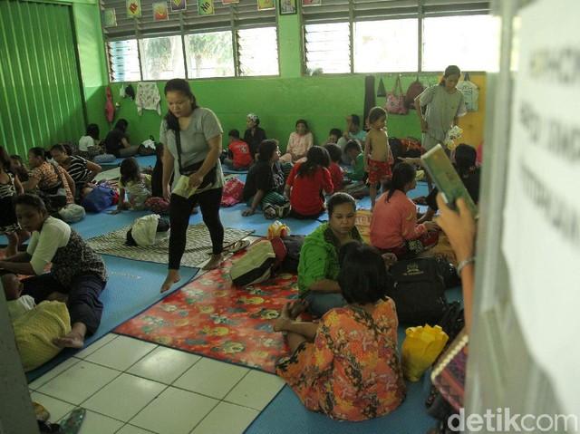 SDN Kampung Melayu Jadi Tempat Pengungsian Korban Banjir