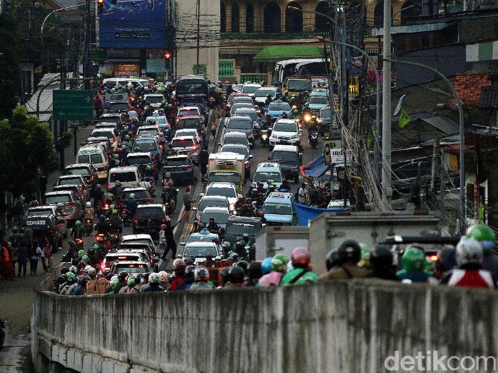 Dampak Banjir, Jalan Kalibata Macet Parah