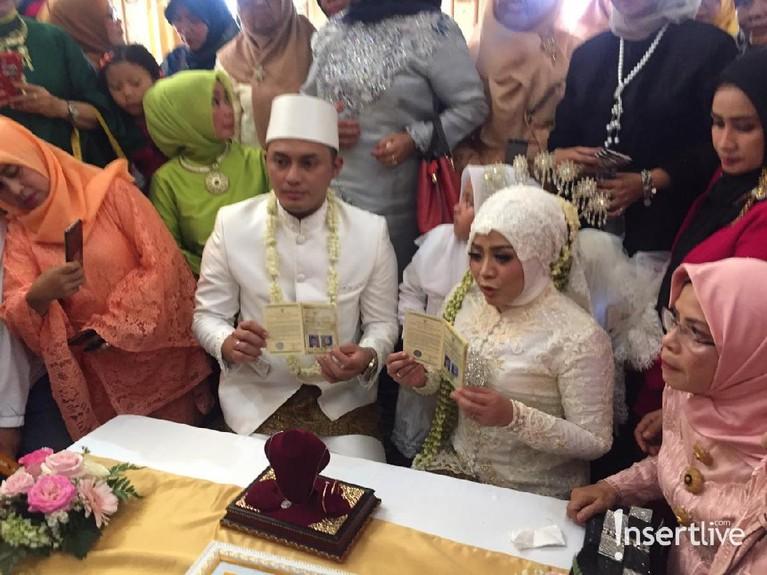 Keduanya kini telah sah menjadi suami istri, sekaligus mengakhiri masa janda Muzdalifah sebelumnya.