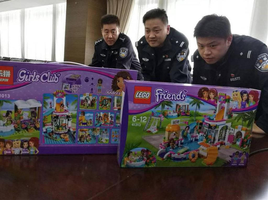 Digerebek Polisi, Ini Penampakan Pabrik LEGO KW