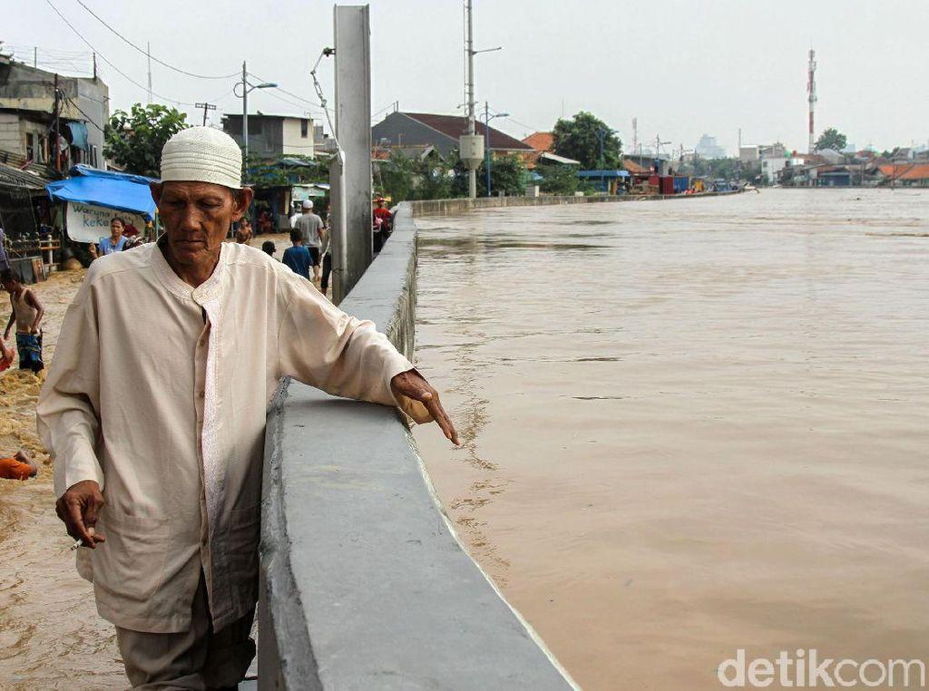 Penampakan Ketinggian Banjir di Sungai Ciliwung