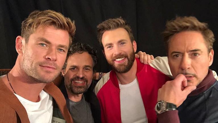 Main bersama sejak film crossover pertama, The Avengers, membuat mereka akut dan tampak seperti sekumpulan sahabat ya insertizen.