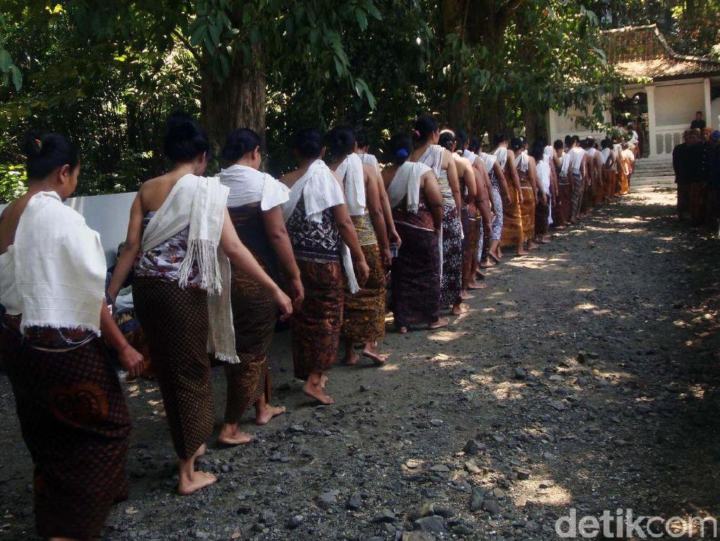 Melihat Ritual Unggahan Masyarakat Adat Bonokeling