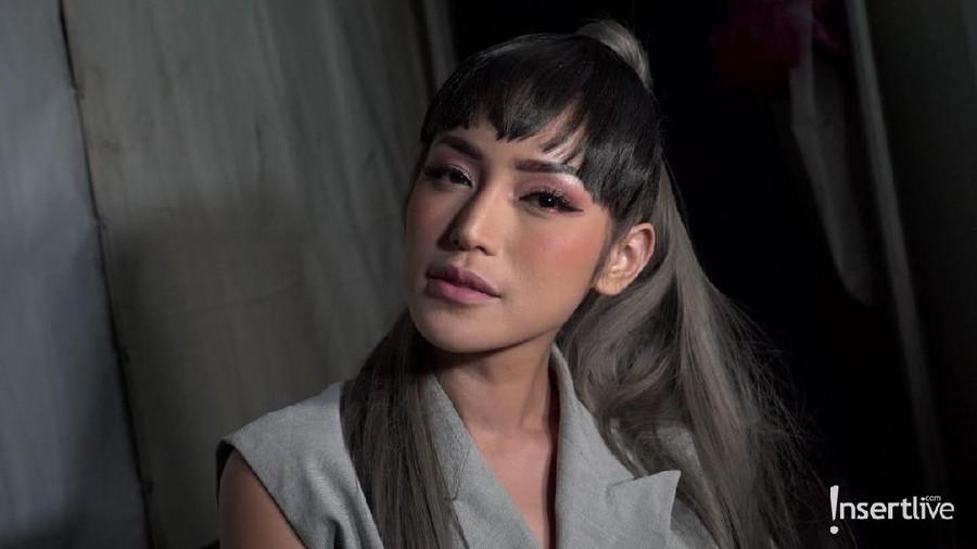 Bergaya ala Korean Style, Cara Jessica Iskandar Sambut Red Velvet