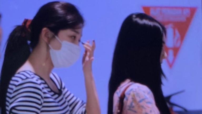 Kedatangan Irene dan Seulgi saat tiba di bandara. Grup di bawah naungan SM Entertainment ini diketahui tiba di Jakarta pukul 14.55 WIB.
