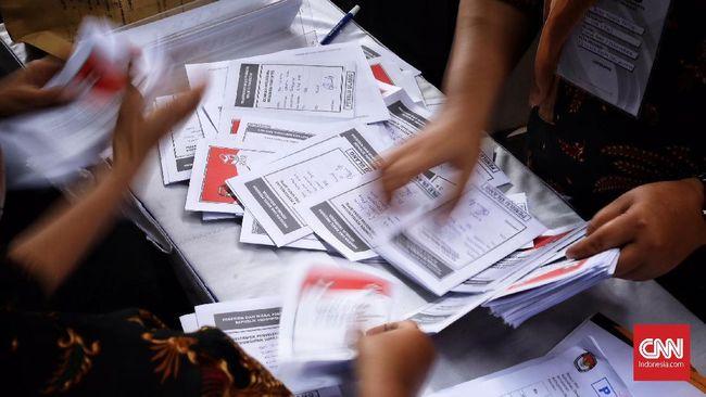 KPU Jawa Timur menyatakan 19 pemerintah kabupaten/kota lainnya telah membayar 100 persen NPHD untuk keperluan pilkada, kecuali Surabaya.