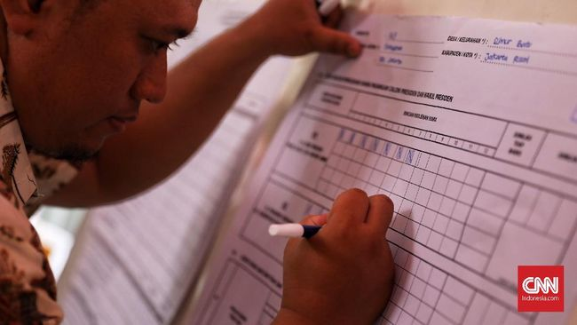 KPU merilis hasil input data kemenangan Jokowi-Ma'ruf di salah satu kelurahan di Sukabumi tanpa pemindaian form C1 yang diwajibkan dalam PKPU.