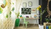 <p>Beri sentuhan tanaman hidup agar pojok tempat belajar lebih terlihat segar dan si kecil semakin betah belajar. (Foto: iStock)</p>