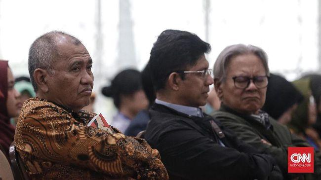 Mereka yang mengajukan gugatan ke MK yaitu Agus Rahardjo, Laode M. Syarif dan Saut Situmorang.