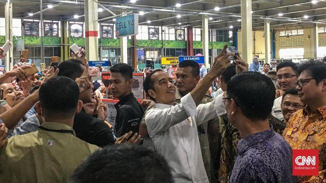 Presiden Jokowi juga mengaku akan menerima masukan dari para tokoh politik, masyarakat, formal dan informal untuk menampung masukan soal pemindahan ibu kota.