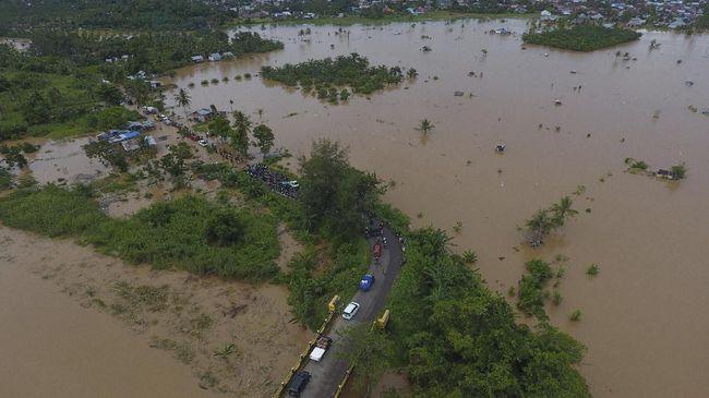 BNPB menyebut banjir menerjang dua kecamatan di Kutai Kartanegara, Kalimantan Timur yang menyebabkan 5.386 kepala keluarga atau 16.385 jiwa terdampak