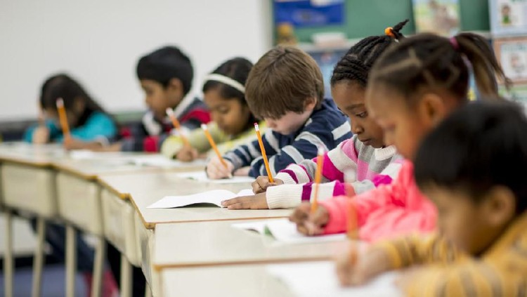 Jangan karena panik prestasi anak menurun dan sebentar lagi ujian, Bunda mendaftarkan anak les tambahan tanpa tahu tujuannya ya.