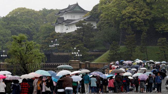 Warga Jepang Ucap Perpisahan Jelang Akihito Turun Takhta