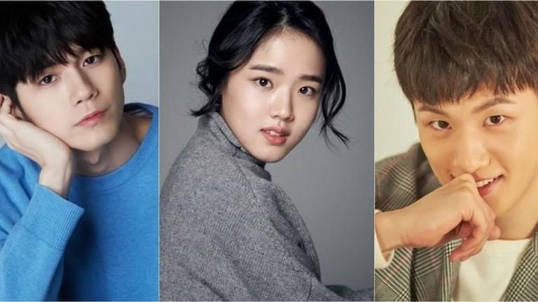 Moment of Eighteen.Drama ini bercerita tentang remaja pria bernama Choi Joon Woo yang selalu merasa kesepian dan tak pandai mengekspresikan emosinya.Moment of Eighteenakan tayang pada 24 Mei mendatang.