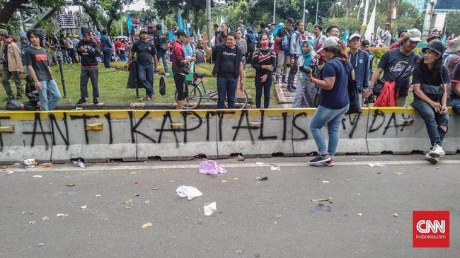 PT Transjakarta melaporkan aksi perusakan pagar pembatas di Halte Busway Tosari ke Polda Metro Jaya yang diduga dilakukan massa berbaju hitam saat HAri Buruh