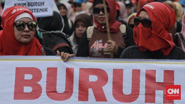 Para buruh melakukan aksi Peringatan Hari Buruh (Mayday) di area Patung Kuda, Jakarta Pusat. Rabu 1 Mei 2019. Ratusan buruh akan longmarch menuju Istana Negara dari titik kumpul di bundaran Patung Kuda untuk menyampaikan aspirasi mereka. CNN Indonesia/Andry Novelino