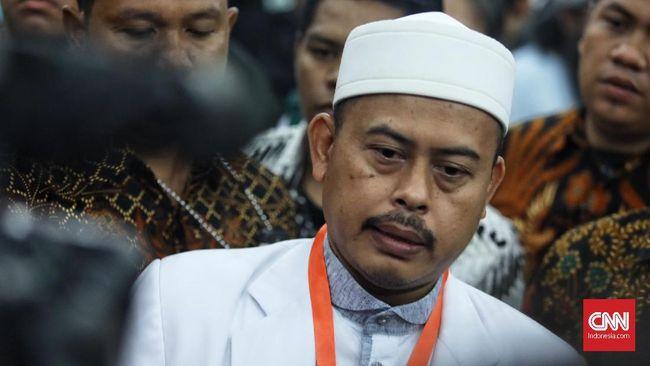 Ketua Panitia Ijtimak Ulama III Slamet Ma'arif memberi keterangan kepada media  terkait jalannya Ijtimak Ulama III untuk mengawal Pemilu 2019, Bogor, Jawa Barat, 1 Mei 2019.