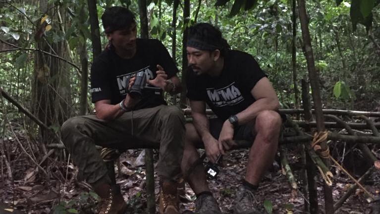 Kedua host My Trip My Adventure lagi seru-seruan di Hutan Borneo. Mereka menjelajahi liarnya kehidupan di dalam hutan tersebut.