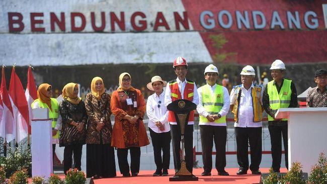 Presiden Joko Widodo menyebut Bendungan Gondang yang ia resmikan bisa mengairi 4.690 hektare sawah di Kabupaten Karanganyar dan Sragen.