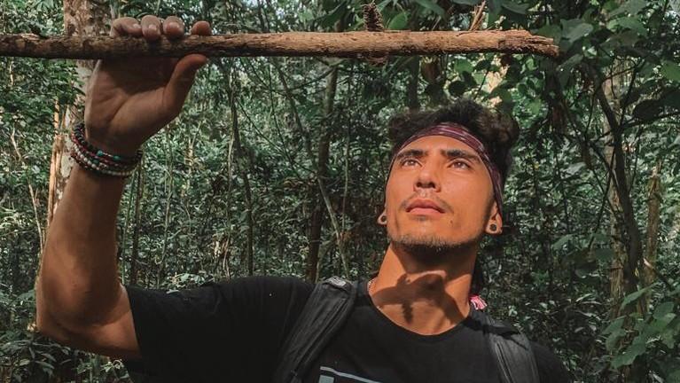 Para host juga menemukan bekas cakaran hewan liar di dahan pohon. Nah Insertizen yang penasaran dengan kelanjutan liburan Denny Sumargo dan Vincent Verhaag, jangan lupa tonton MTMA ya!
