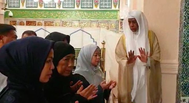 Menko PMK Puan Maharani mendapat kesempatan berziarah ke makam Nabi Muhammad SAW di Madinah. Pas banget dengan momen menyambut bulan Ramadan nih, Bun.