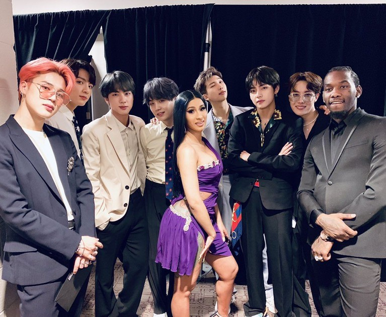 BTS berfoto dengan Rapper Cardi B dan Offset di BBMAs dan dikabarkan akan melakukan kolaborasi.