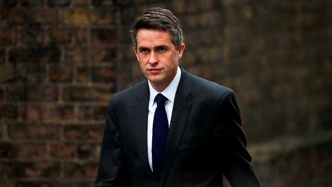 PM Theresa May memecat Menhan Inggris, Gavin Williamson, karena kebocoran informasi mengenai pembicaraan Dewan Keamanan Nasional soal Huawei.