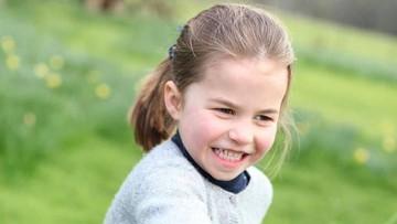 9 Foto Menggemaskan Putri Charlotte yang Jadi Sorotan Publik
