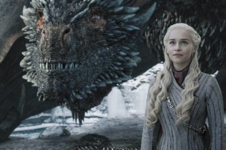 Daenerys Targeryen bersama naganya yang selamat dalam peperangan di Winterfell. Ia tampak semangat melanjutkan peperangan selanjutnyadi King's Landing.
