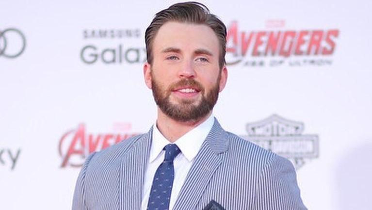 Chris Evans. Sang Captain America didaulat menjadi pemain tersibuk. Kesibukannya membuat Evans memiliki kekayaan hingga 50 juta dollar atau setara dengan Rp700 miliar.