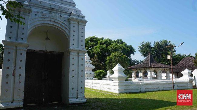 Berikut rangkuman kerajaan Islam pertama dan tertua di Indonesia beserta jejak peninggalannya yang masih bisa kita saksikan sampai hari ini.