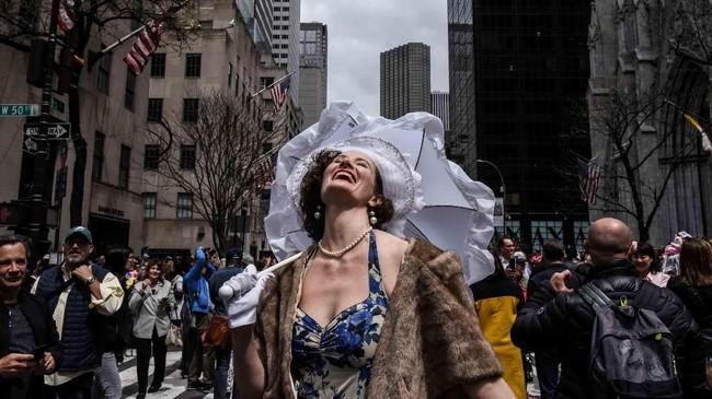 Dalam foto unik pilihan CNNIndonesia.com pekan ini, ada hangat festival topi di New York, pemakaman seorang rabi, dan boneka beruang terbesar di dunia.
